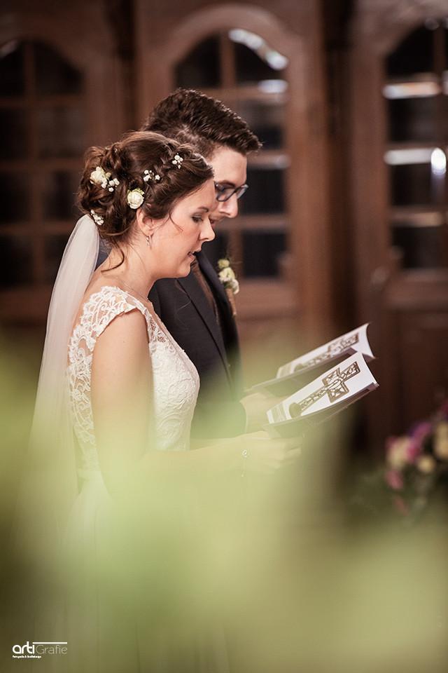Brautpaar vorm Altar-Hochzeitsfotografie-Eichsfeld