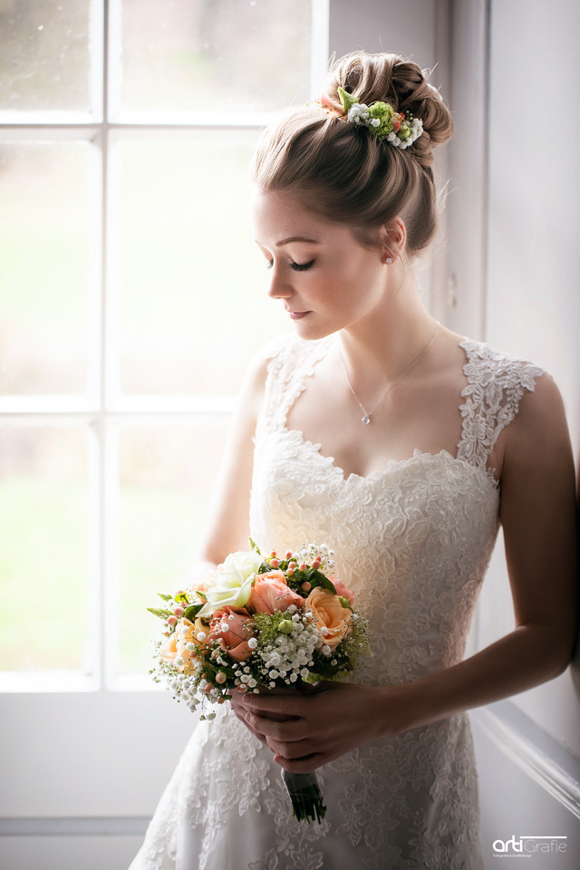 Hochzeitsfotografie-Braut mit Strauß